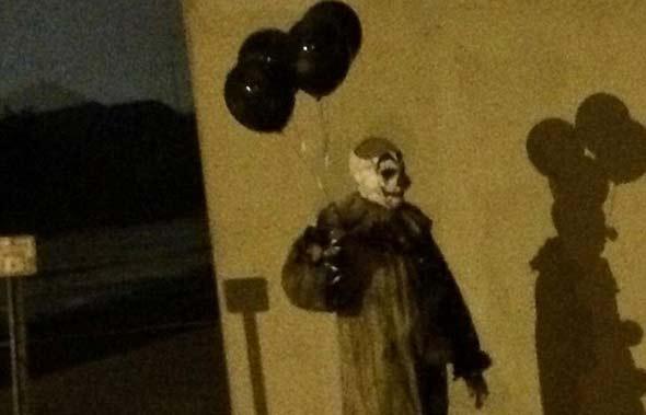Creepy Clown Of Wisconsin Still Roaming At Night With
